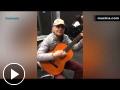 Músico callejero interpreta 'El bueno, el malo y el feo'