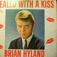 Canción 'Ginny Come Lately' del disco 'Sealed with a Kiss' interpretada por Brian Hyland