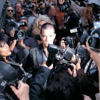Canción 'Ego A Go Go' del disco 'Life thru a Lens' interpretada por Robbie Williams