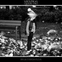 Canción 'Salir De Aquí' del disco 'En la cuerda floja' interpretada por Mientras quede uno