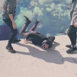 Disco 'Hummingbird' (2013) al que pertenece la canción 'Black Balloons'