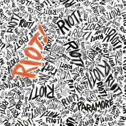 Disco 'Riot! (Deluxe Version)' (2007) al que pertenece la canción 'Misery Business'