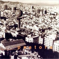 Disco 'Pastora' (2003) al que pertenece la canción 'Paisajes de agosto'