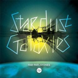 Disco 'Stardust Galaxies' (2009) al que pertenece la canción 'Should We Fight Back'
