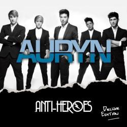 Sentado en un banco - Auryn | Anti-Heroes