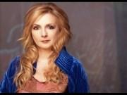 Canción 'Miles And Miles' interpretada por Moya Brennan