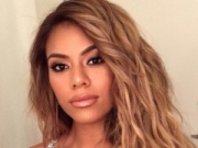 Canción 'SZNS' interpretada por Dinah Jane
