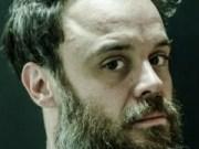 Canción 'Último Romance' interpretada por Rodrigo Amarante