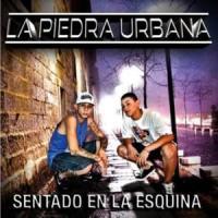 Canción 'Sentado en la esquina' interpretada por La Piedra Urbana