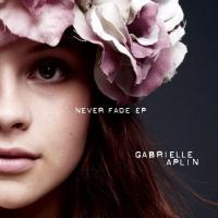 Canción 'Lying to the mirror' interpretada por Gabrielle Aplin