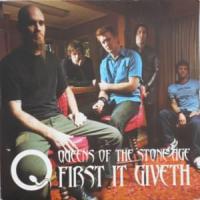 Canción 'First It Giveth' interpretada por Queens Of The Stone Age