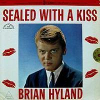 Canción 'Sealed With A Kiss' interpretada por Brian Hyland