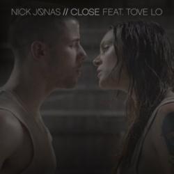 Imagen de la canción 'Close (en español)'