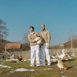Imagen de la canción 'All My Friends Are Rich'